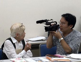 ☆インタビューを受けておられるのは奈良大学の通信教育を学ばれているB様。「古文書学講座」だそうです。すばらしい。80ウン歳 万歳!