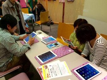 ☆左側の若い男性iPadははじめてのご様子。感動されていました。