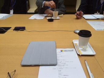 ☆立派な会議室。発言者にカメラが360度自動で向いて顔がアップされるとか。ウン十万円の装置とか。(左手中央ですが写真には写っていません)