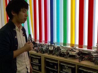 ☆子供の制作中のロボット。毛利 優介さんに説明をしていただきました。