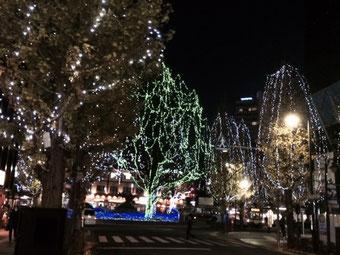 ☆三鷹駅の北口のロータリーのライトアップ。