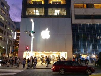 ☆松屋デパートから見たApple Store銀座店の夜景。