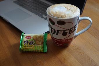 Chinesische Capucchino-Maschine, deutsche Kuhmilch, italienischer Espresso - So beginnt ein guter Arbeitstag in China.