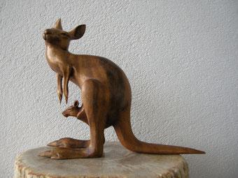 Känguru Figur Holzschnitzerei
