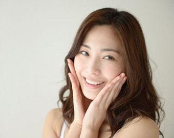 若々しく力強い笑顔の女性