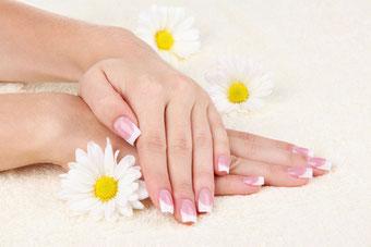 French Manicure aus dem Nagelstudio Kamila Nails & More, Augsburg © Olga Yastremska / 123RF Stock Foto