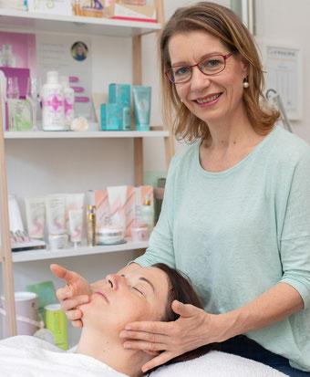 Vera Löwe. Farbberatung, typgerechtes Make-up