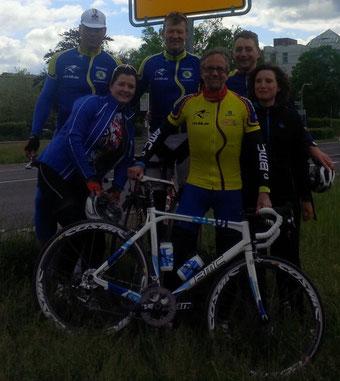 Die Equipe des Radsport – Club Lüdenscheid '98 auf dem Weg nach Romilly – sur – Seine / Frankreich (v.l.n.r.): Jörg Jaeger, Tanja und Stefan Mühl, Rainer Schmolke, Dominik Gruß und Birgit Winkelhardt.