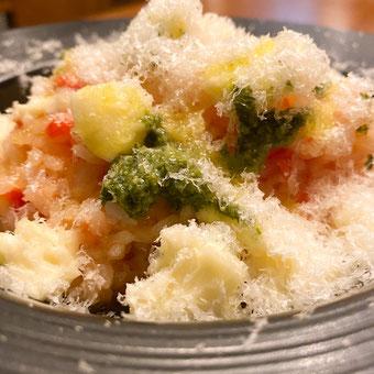 ✦ 完熟トマトとバジルとモッツァレラチーズのマルゲリータ風リゾット 990円(税込)