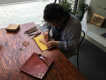 鎌倉漆工房いいざさ 彫刻風景