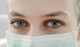 マスクによる肌荒れ 原因と対策は?