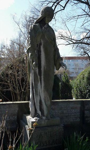 Engel mit Palmzweig Leubener Friedhof Bild: Susann Wuschko