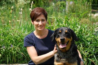 Ines Kitzweger mit Hund Cooper