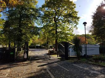 """Einfahrt zum Campingplatz """"Abbey Wood"""" bei London"""