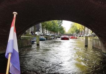 Per Boot durch die Grachten von Amsterdam