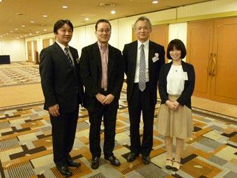 左から、真野照久社長(トンボ楽器)、高橋明治さん、和谷篤樹さん、柳川優子