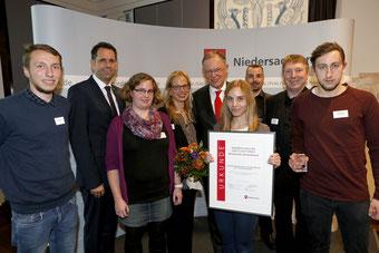 Ministerpräsident Stephan Weil und Wirtschaftsminister Olaf Lies mit dem Heideglas-Team