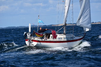 solara Solarstrom auf dem Segelboot Krabbe von Marc L. seit über 20 Jahren zuverlässig Solarstrom mit der Solara M-Serie. Solaranlage und Solarpanel haben alle Tests mit Meerwasser für Segelboot auf der Nordsee bestanden. Ein zufriedener Kunde!