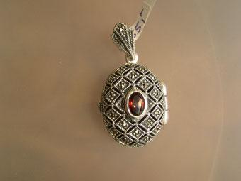 Markasit Anhänger Medaillon für Fotos mit Granat auf Silber