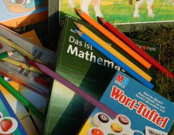 Kind will nicht lernen, in die Schule gehen, schlechte Noten, Angst vor der Schularbeit, Test, Prüfung