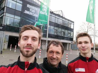 Henrik Hülsmann, Trainer Gustav Müller, Florian Lanfermann (v.l.)