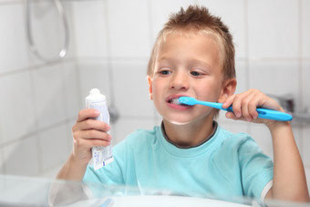 Ab welchem Alter Ihr Kind alleine Zähneputzen kann , erfahren Sie bei der Kinder-Zahn-Prophylaxe