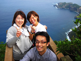 乳房山頂上にて3人そろって記念撮影