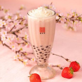 桜の香りと濃厚でリッチな苺の味わいを楽しめるタピオカドリンク『 タピオカ桜ベリーミルクティー』