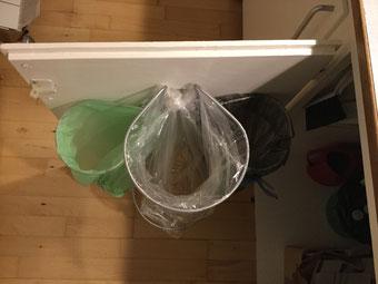 affaldstativer/ affaldsstativ til sortering i et køkken til køkkkenskab 20