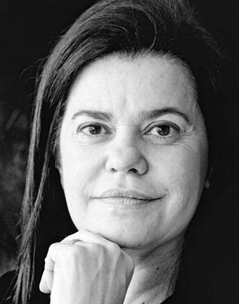 Das Bild zegt die Autorin Patrícia Melo.