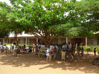 Blick auf den Schulhof der Bethléem-Ecole