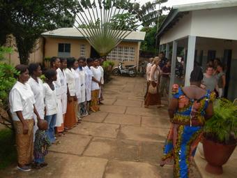 Empfang in der Krankenstation von Dr. med. Babagbétho