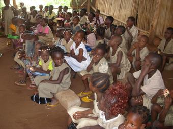 Besuch der benachberten Houéto-Schule