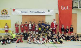 Die Teilnehmer am letztjährigen Weihnachtsturnier.
