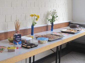 Das Kuchenbuffet beim Frühlingsliedersingen 2015 in Wernborn