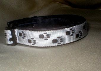 Klickverschluss, Halsband, Pfötchengurtband, 2,5cm, weiß-schwarz