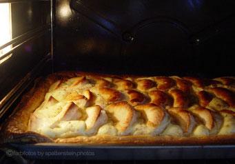 Apfelkuchen im Ofen