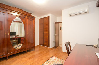 Schlafzimmer oder Büro im Erdgeschoss