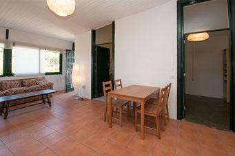 Tür rechts: Ankleidezimmer - folgend die Küche