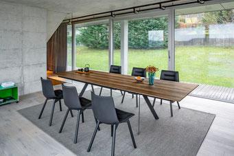 Tisch Modell Barra von Girsberger