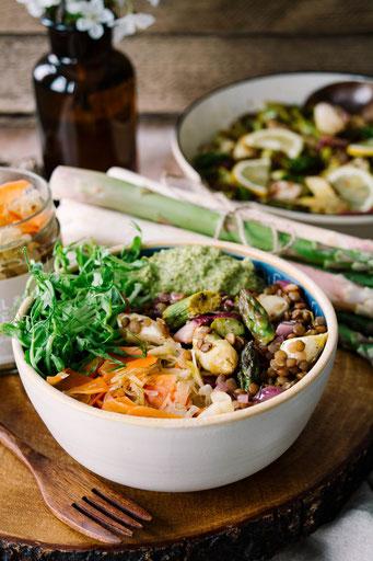 Veganes Bowl Rezept mit Spargel