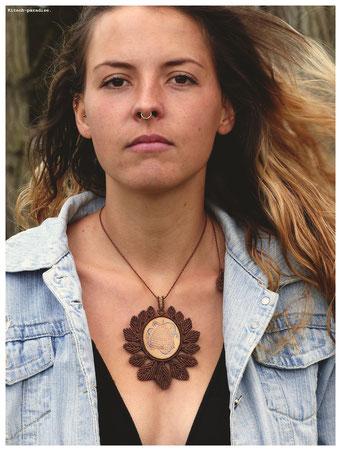 kp kitsch-paradise artisans créateurs création tissage macramé micromacramé couleur nature art ruche abeille peinture sautoir pendentif