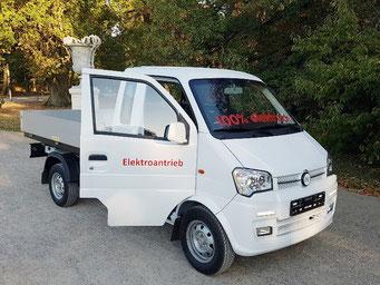 Elektro Nutzfahrzeug für den Winterdienst und Parkpflege