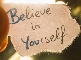 www.ronaldosephius.nl Be You Zon Believe Yourself Handgeschreven papiertje Bewust Groeien vanuit innerlijke kracht