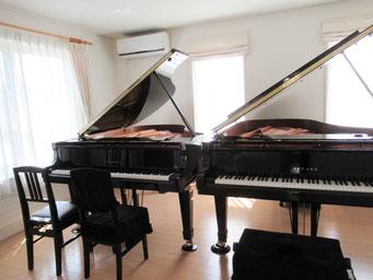 北広島市のももこピアノ教室では、ヤマハグランドピアノ2台でレッスンしております