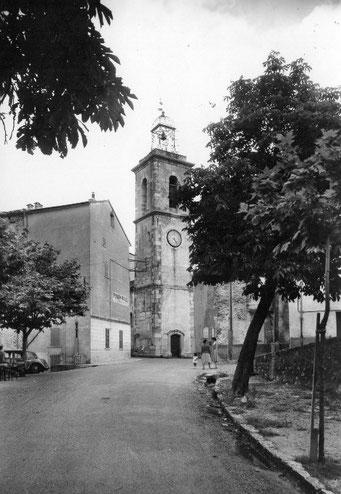 Claviers, entrée du village depuis la route de Callas/ Draguignan