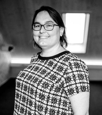 Sie haben Fragen? Als Ansprechpartner zur Ausstattung und in IT-Fragen steht Ihnen Eva Sippl gerne zur Verfügung.