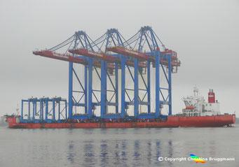 ZPMC Spezialschiff ZHEN HUA 27 mit 3 Containerbrücken für die HHLA, Bild 1