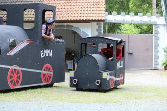 Die Lokomotiven Emma & Molly aus Jim Knopf und Die wilde 13 - Aufführung 2017 auf der Freilichtbühne Bonbaden