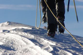 Gletschertour mit Bergführer, Hochtour mit Steigeisen, Seil und Pickel